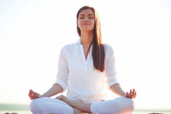 روزتان را با تمرینات ساده یوگا شروع کنید