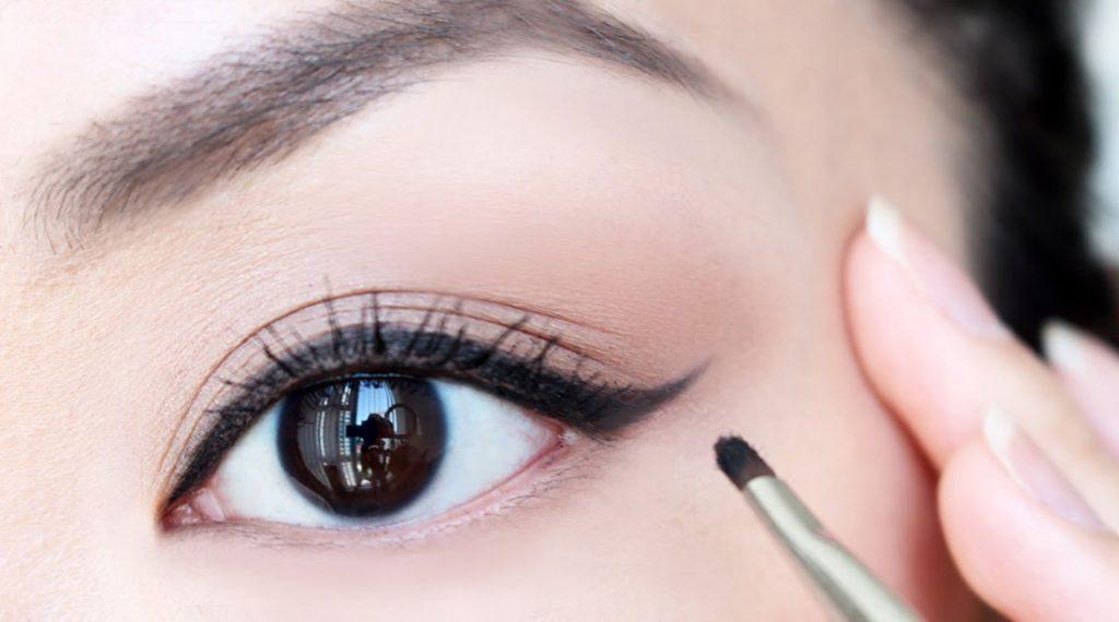 time-saving-makeup-hacks9-banooyeshahr