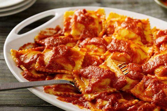 طرز پخت راویولی پنیری با سس گوجه فرنگی تازه