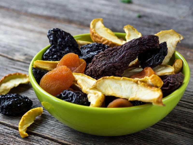 گرانولای خانگی به همراه میوه های خشک شده