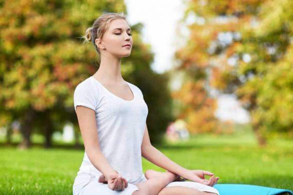 حرکات یوگا که باعث شادابی پوست می شوند : پادماسانا
