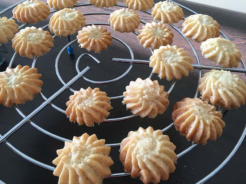 شیرینی خانگی بادامی - دستپخت بانوی شهر