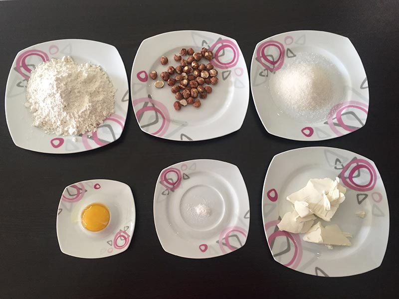 شیرینی خانگی فندقی - دستپخت بانوی شهر
