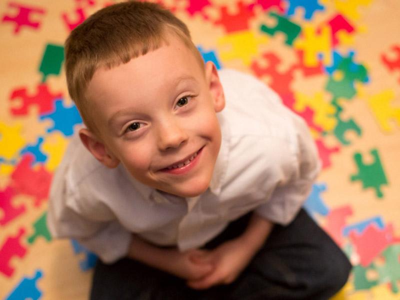 اوتیسم چه بیماری است و علت آن چیست؟