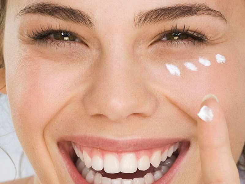 درباره ترکیبات کرم های آرایشی و کاربرد آنها بیشتر بدانید