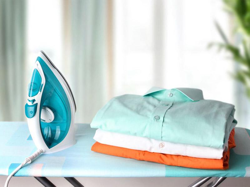 چگونه اتو لباس را تمیز کنیم؟