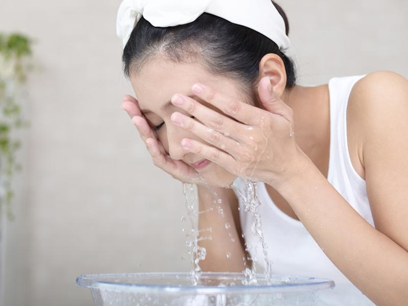 پاکسازی پوست صورت با هفت راهکار خانگی شگفت انگیز