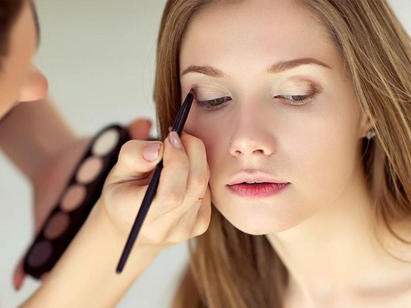 زیبایی صورت با داشتن آرایش ملایم یا لایت